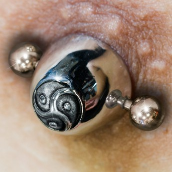 Surgical Steel Nippel Piercing BDSM Triskel – picture 2