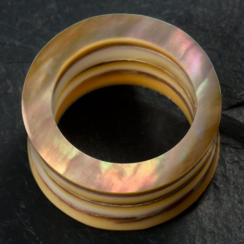Layered Mother-Of-Pearl Tunnel or Plug – picture 4