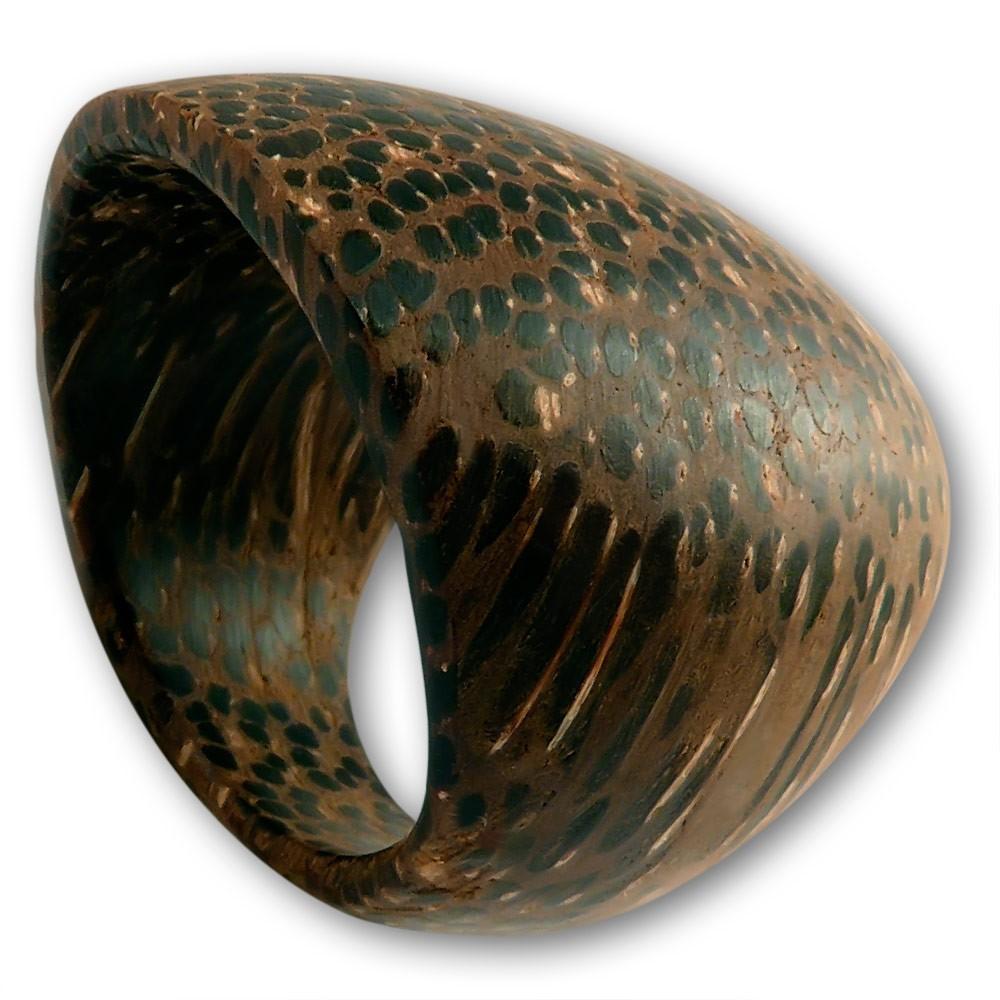 schlichter ring aus palmen holz ringe damenringe breite ringe. Black Bedroom Furniture Sets. Home Design Ideas